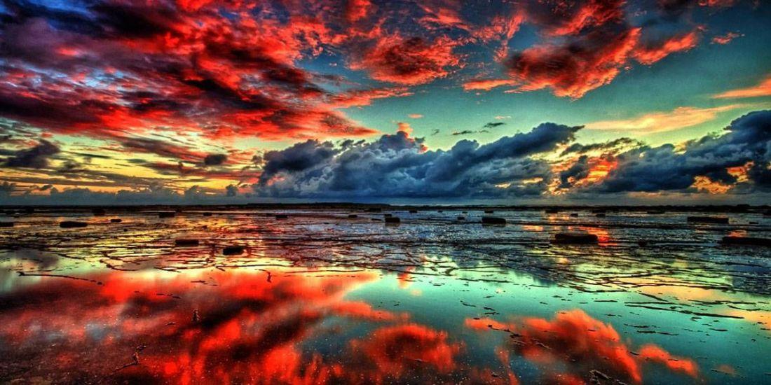 Piros felhők tükröződése a vizen kreatív gyémántkirakó készlet