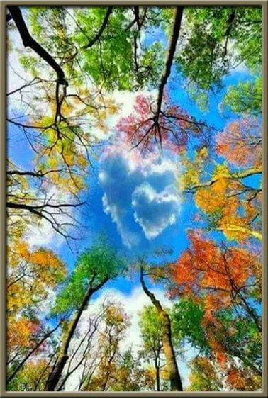Égbolt szív alakú felhővel és színes lombokkal kreatív gyémántkirakó készlet