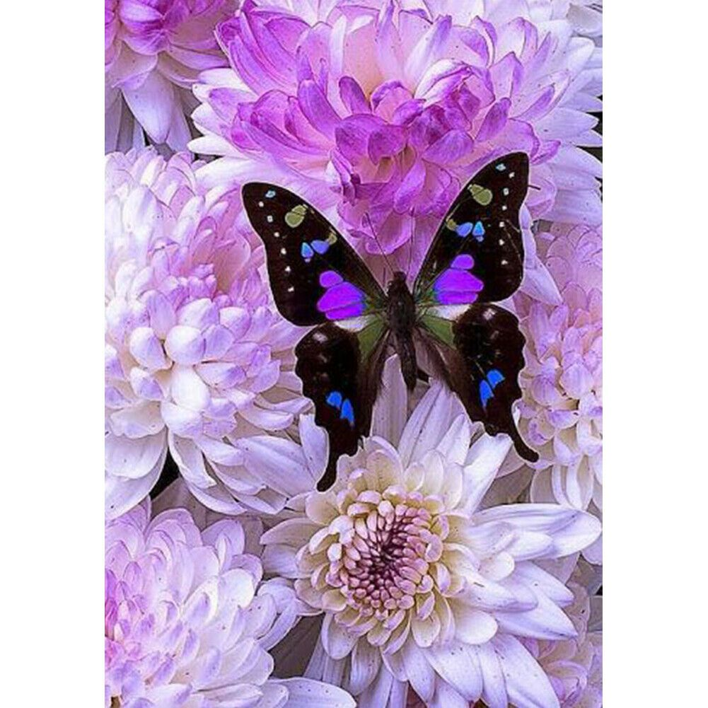 Pillangó lila virágokon kreatív gyémánt kirakó készlet
